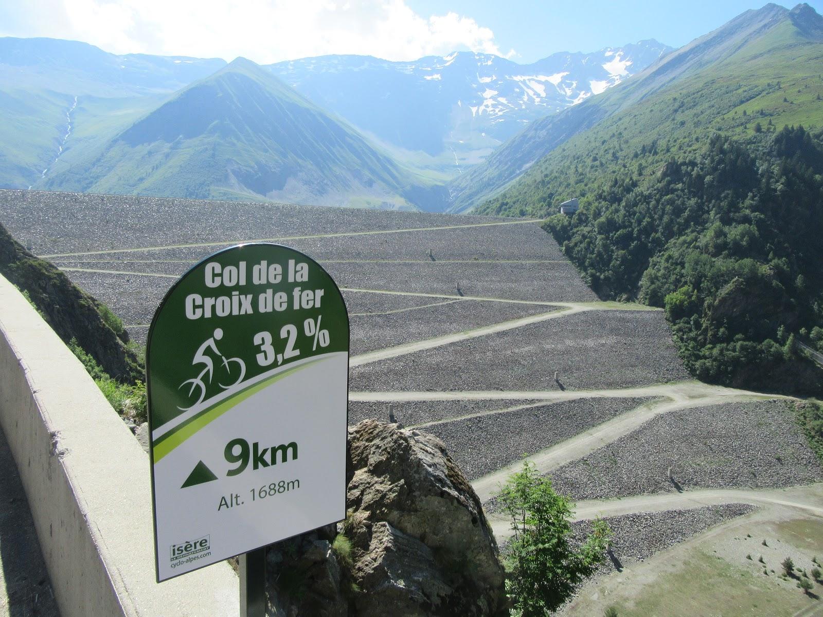 Bike climb Col du Glandon - dam at Lac de Grand Maison, km 9 sign