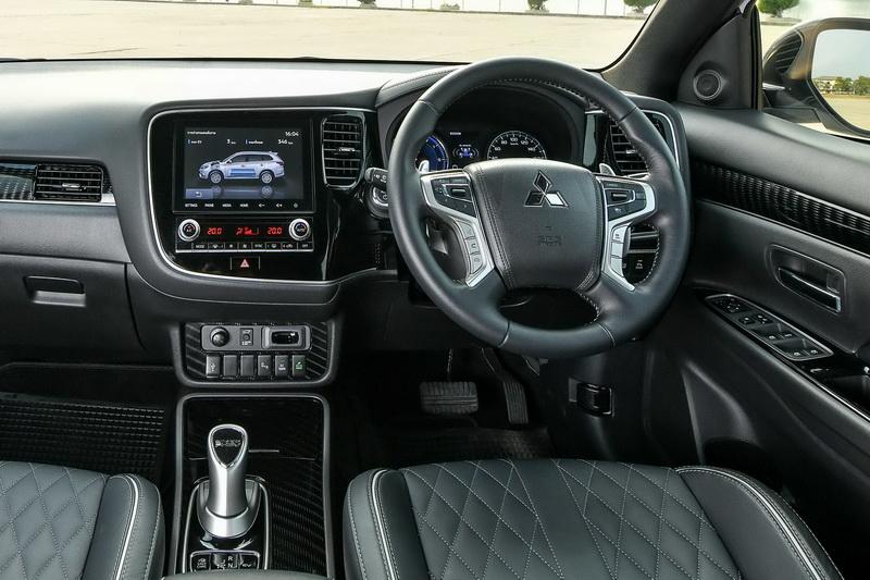 ดีไซน์ภายในรถยนต์ : Mitsubishi Outlander PHEV GT Premium