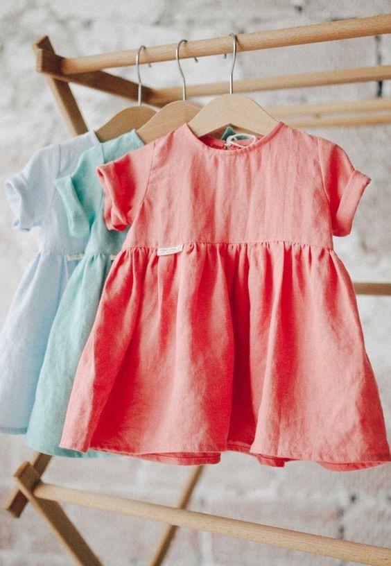 Chọn những chiếc váy vải trơn màu cho bé gái