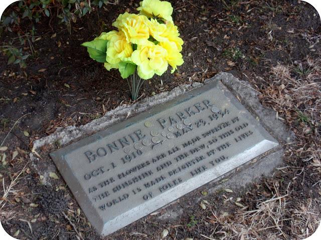 Bonnie Parker gravestone Dallas