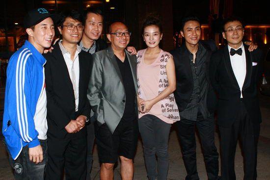 20.10.2010: Triệu Vy-Trần Khôn cùng đoàn phim Hoa Mộc Lan ăn mừng thành công tại Kim Kê Bách Hoa