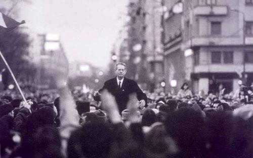 O şansă: Monarhia salvează România