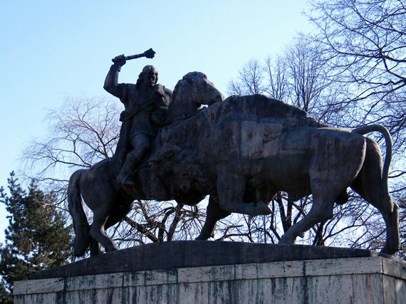 Statuia ruginită a lui Dragoş Vodă din Câmpulung