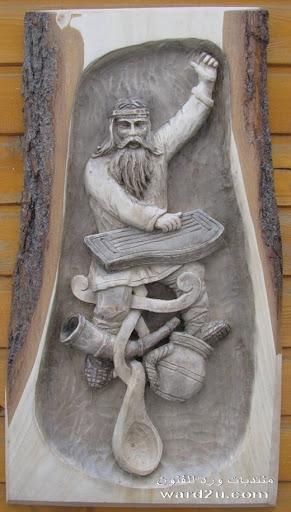 ريليف بارز بيوت وحياه على جذع شجره