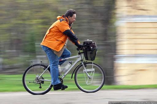 Vladislav Ketov menjelajah dunia dengan sepeda
