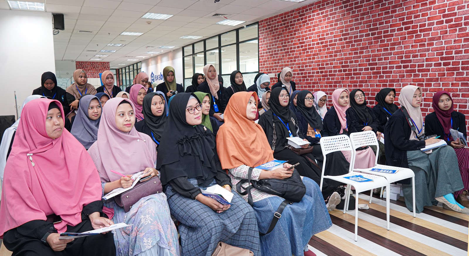 Intip Keseruan Kunjungan Industri UNIDA Gontor di Kantor Exabytes
