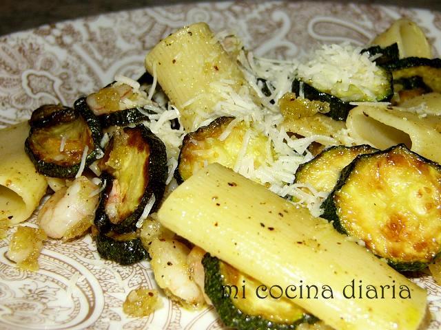Pasta con calabacines y gambas (Паста с кабачками и креветками)