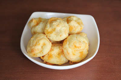 Gougères (French Cheese Puffs) for Superbowl