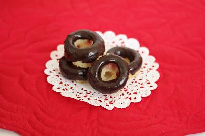 Mini strawberry sugar donuts