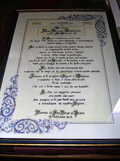 Pergamena con la poesia dialettale scritta da Sandro Bincoletto