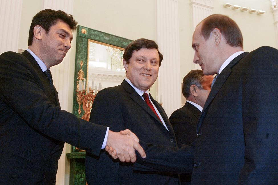 Борис Немцов, Григорий Явлинский иВладимир Путин вовремя встречи вКремле, 2002год. Фото: Дмитрий Азаров/ Коммерсантъ