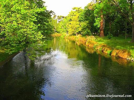 По территории Ботанических садов протекает живописная река Эйвон