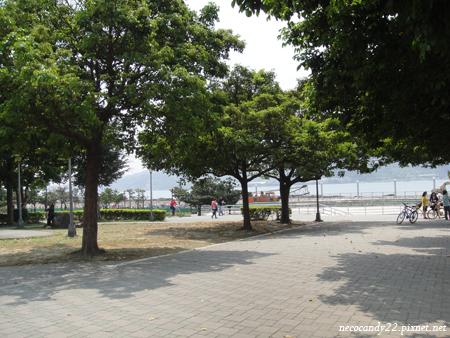 遼闊舒適美麗的淡水捷運站周邊公園