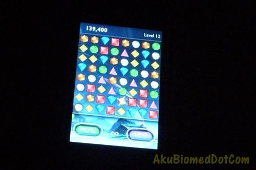 Bermain Bejeweled 2 di iPhone