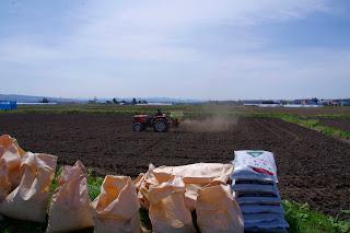 ぼかし・有機肥料散布(5月12日)