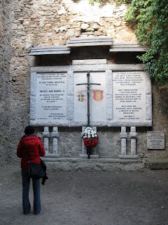 zamek Chojnik - pomnik dla Jana Pawła II