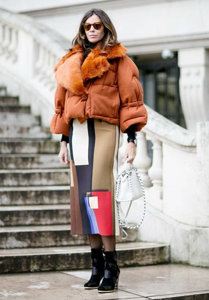 Sweater and a skirt: the most fashionable winter combinations 20