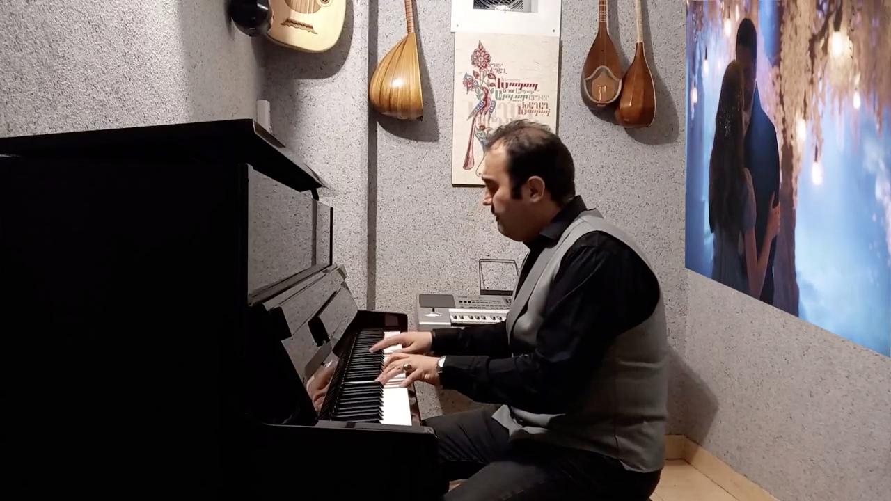 صدای سکوت آهنگساز و پیانو احسان نیک