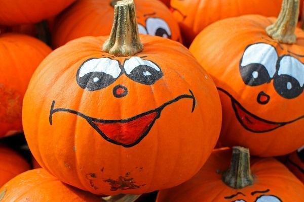 Juegos de niños para Halloween - Concurso de decorar la calabaza