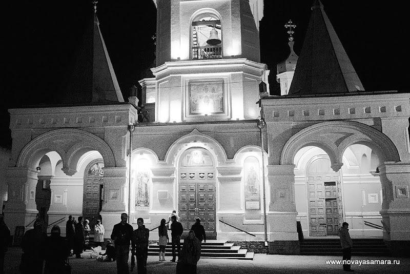 Фоторепортаж с праздника Пасхи в Покровском кафедральном соборе Самары