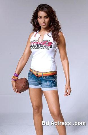 Bollywood Actress Bipasha Basu Photo-06