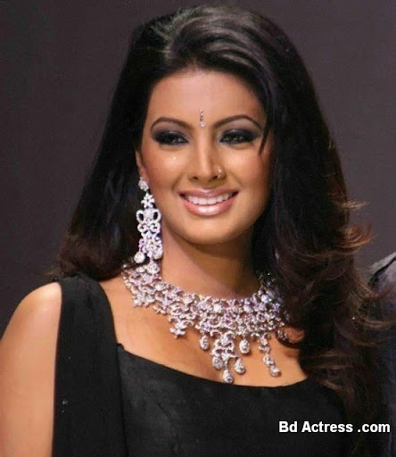 Bollywood Actress Geeta Basra Photo-03