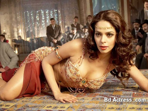 Bollywood Actress Mallika Sherawat Photo-01