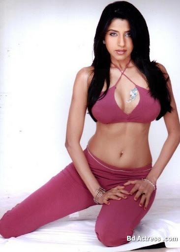 Bollywood Actress Saadhika Randhawa Photo-01