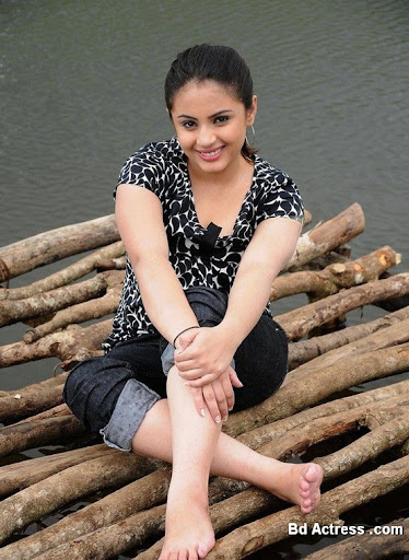 South Indian Actress Suhani Kalita Photo-01