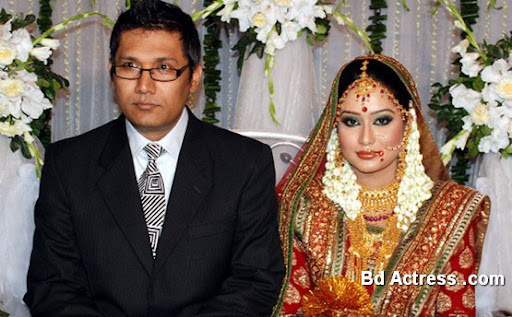 Bangladeshi Model Momo marriage