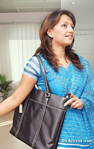 Bangladeshi Model Nowshin with bag