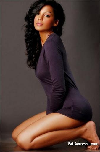 Indian Model Mugdha Godse yoga sit