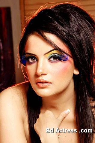 Pakistani Model Armeena Rana Khan picture