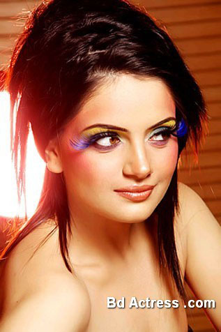 Pakistani Model Armeena Rana Khan lovely face