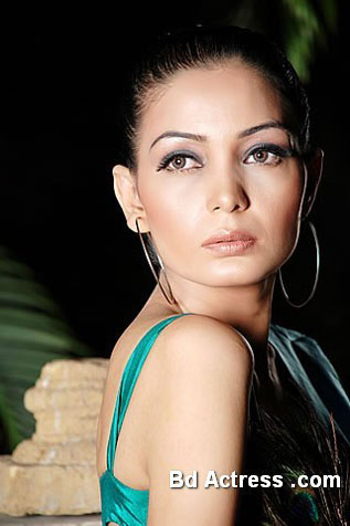 Pakistani Model Haya face