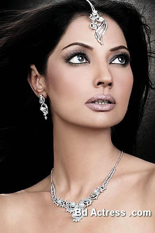Pakistani Model Natasha Hussain close face
