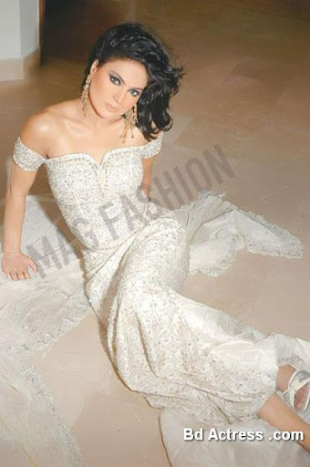 Pakistani Model Veena Malak sitting