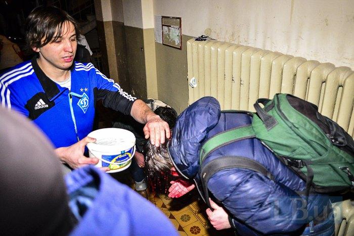 Хлопець, який пустив рятувальників та постраждалих в під'їзд свого будинку на Банковій