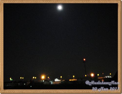 พระจันทร์วันใกล้โลก