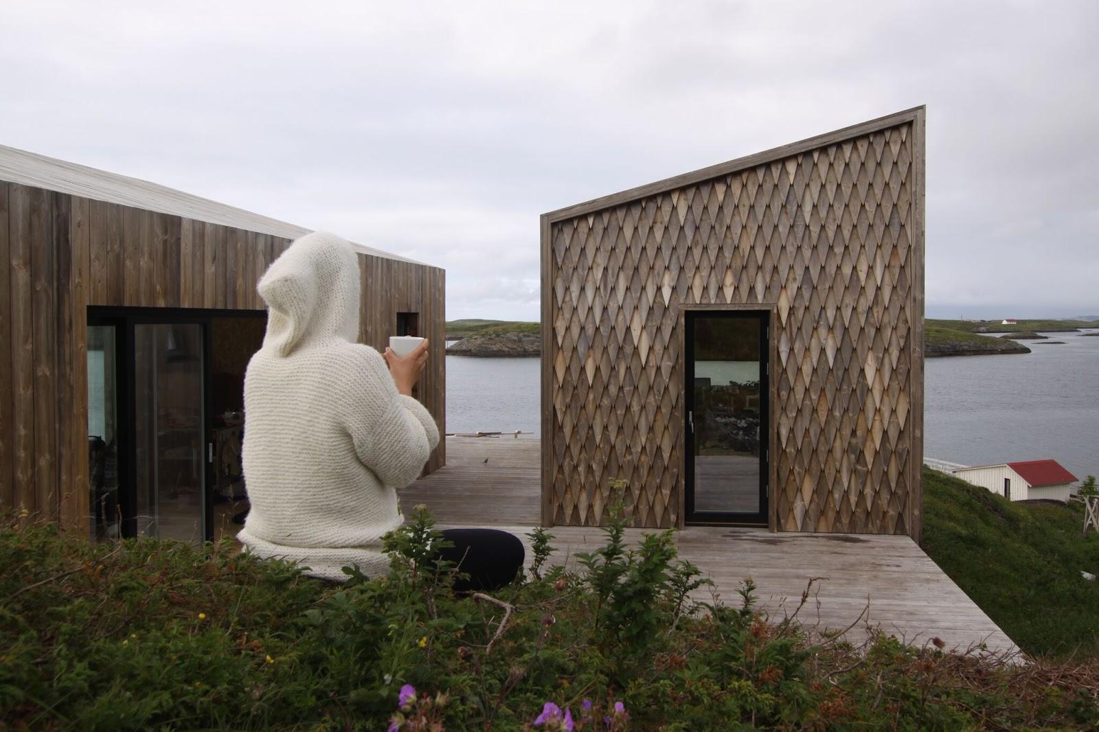 kunstnerisk fasade på hytta