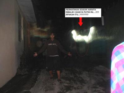 Koleksi Kumpulan Foto Penampakan Hantu Gambar Galeri Setan Seram Menyeramkan Paling menakutkan Pocong Kuntilanak Tuyul Genderuwo Siluman Update Terbaru