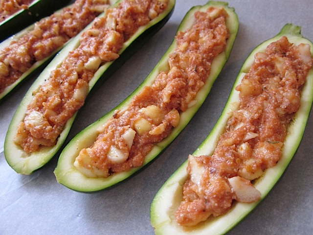 zucchini stuffed with filling