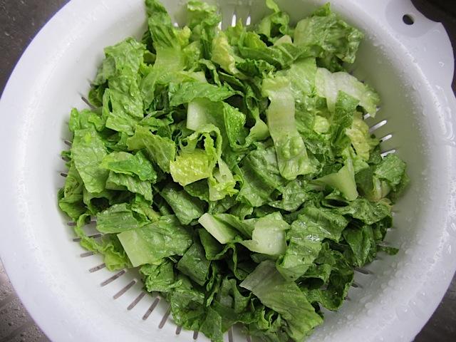 wash lettuce