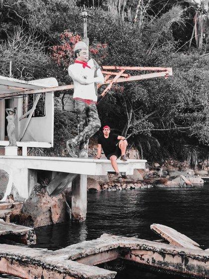 Al pie de la estatua se encuentran los vestigios de un par de albercas que colindar con el mar (Foto: Instagram @rolandoast)