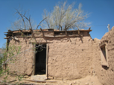 An adobe mini house in new mexico homes made of dirt for Adobe home builders texas