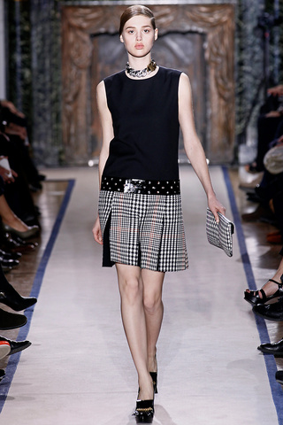 yves_saint_laurent___pasarela_125477947_