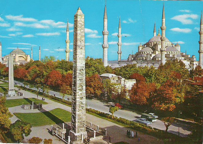 http://www.istanbultur.ru/assets/images/Istanbul.What.Where.When./Dostoprimechatelnosti/sultanahmet-avenue-hippodrome-istanbul.jpg