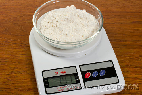Measuring Flour03