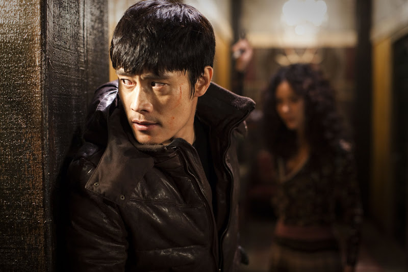 LEE Byung-hun and KIM In-seo in I SAW THE DEVIL