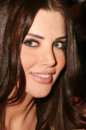 Mona Abou Hamzeh, TV presenter dari Lebanon.